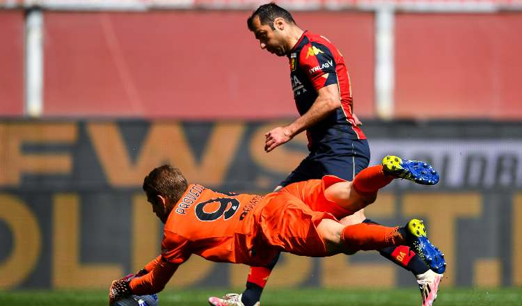 Il gol annullato di Pandev