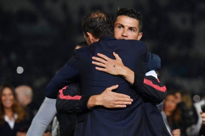 Allegri e Ronaldo si abbracciano in campo