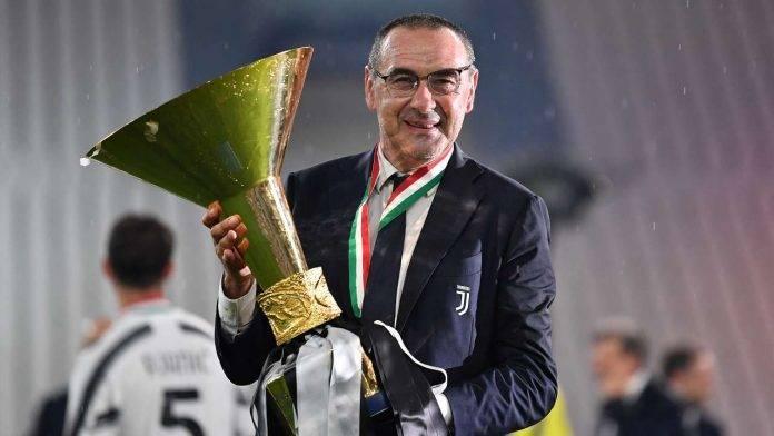 Maurizio Sarri con la Coppa