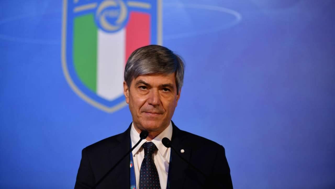 Alfredo Trentalange durante una conferenza stampa
