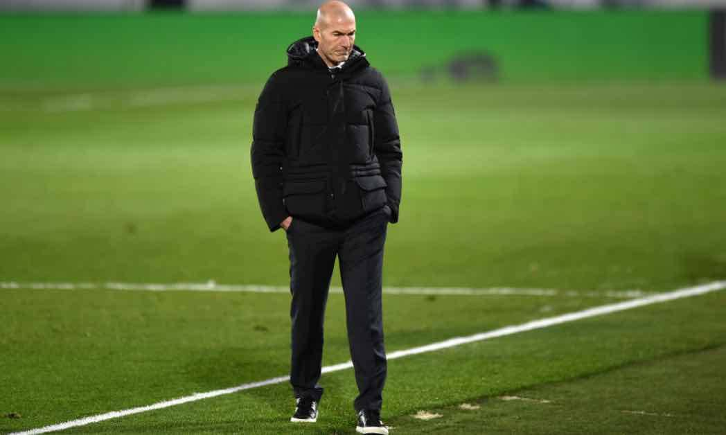 Zinedine Zidane cammina in campo