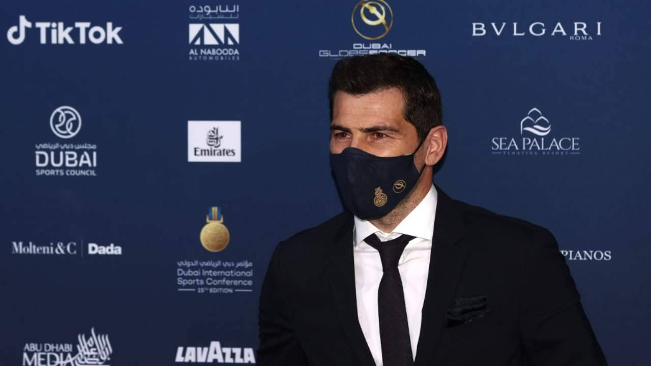 Casillas con mascherina
