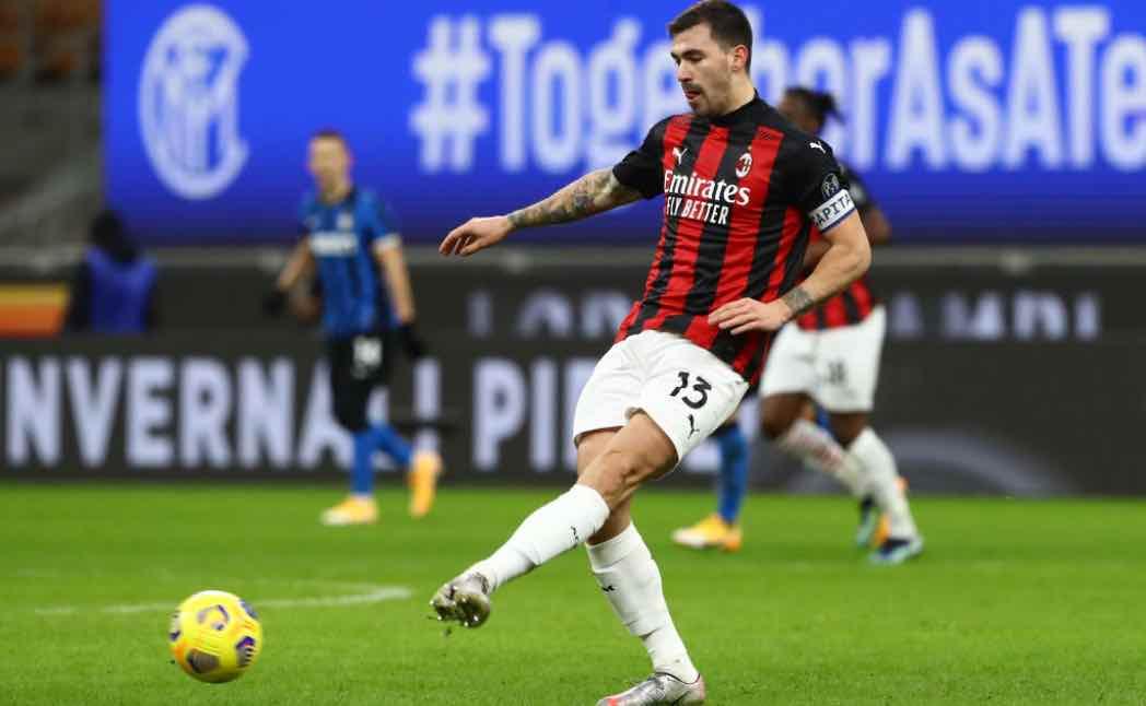 Alessio Romagnoli in azione col Milan