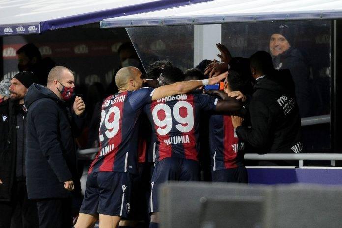 Il Bologna esulta contro la Lazio