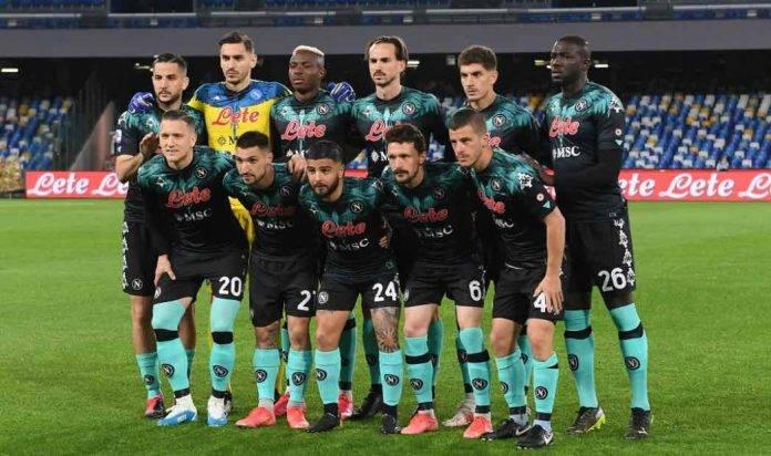 Il Napoli schierato in campo contro l'Inter