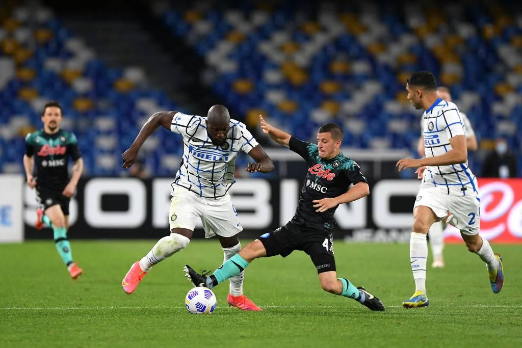 Lukaku e Demme si scontrano in Napoli-Inter