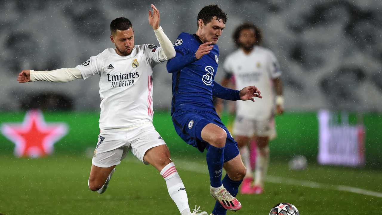 Real Madrid e Chelsea in campo