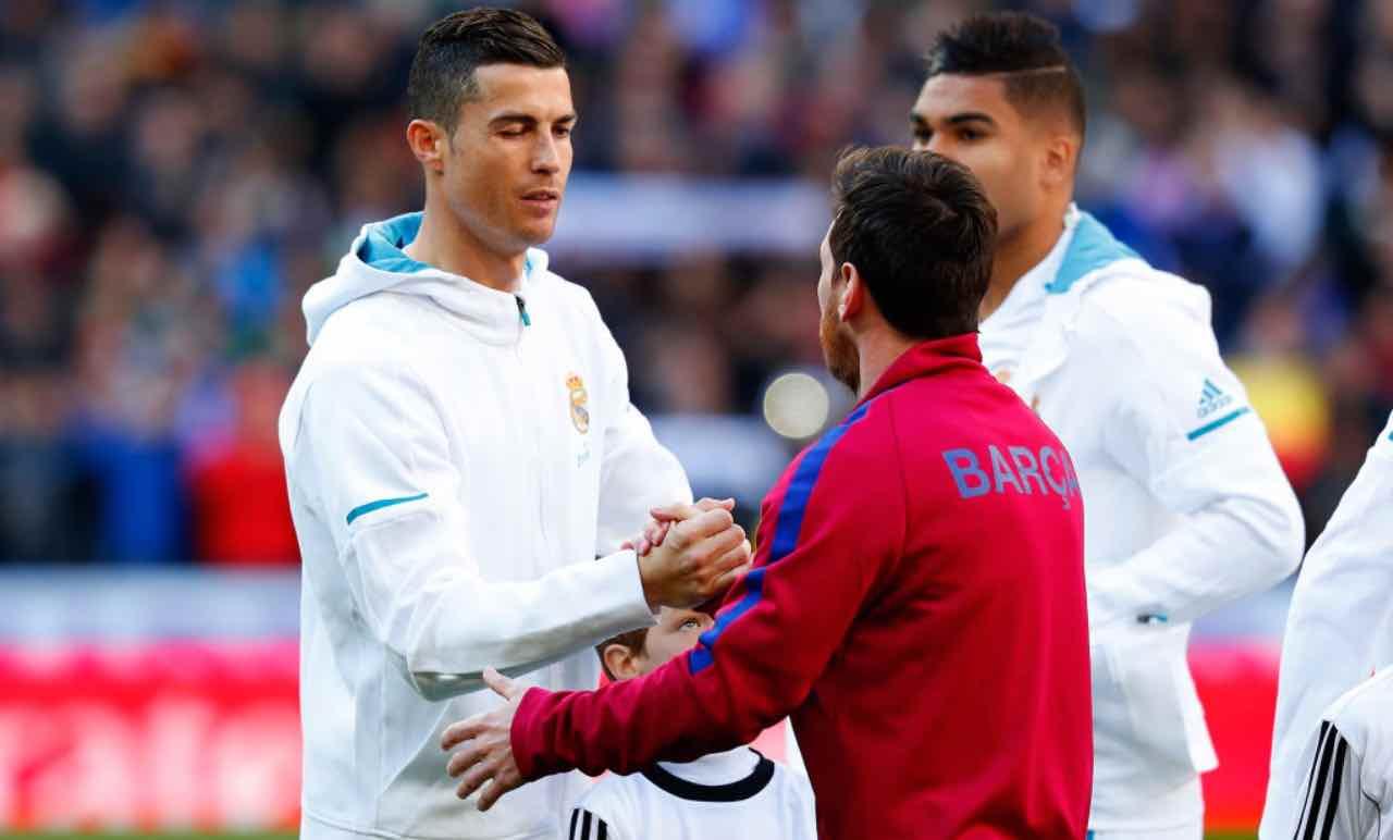 Messi e Ronaldo si stringono la mano