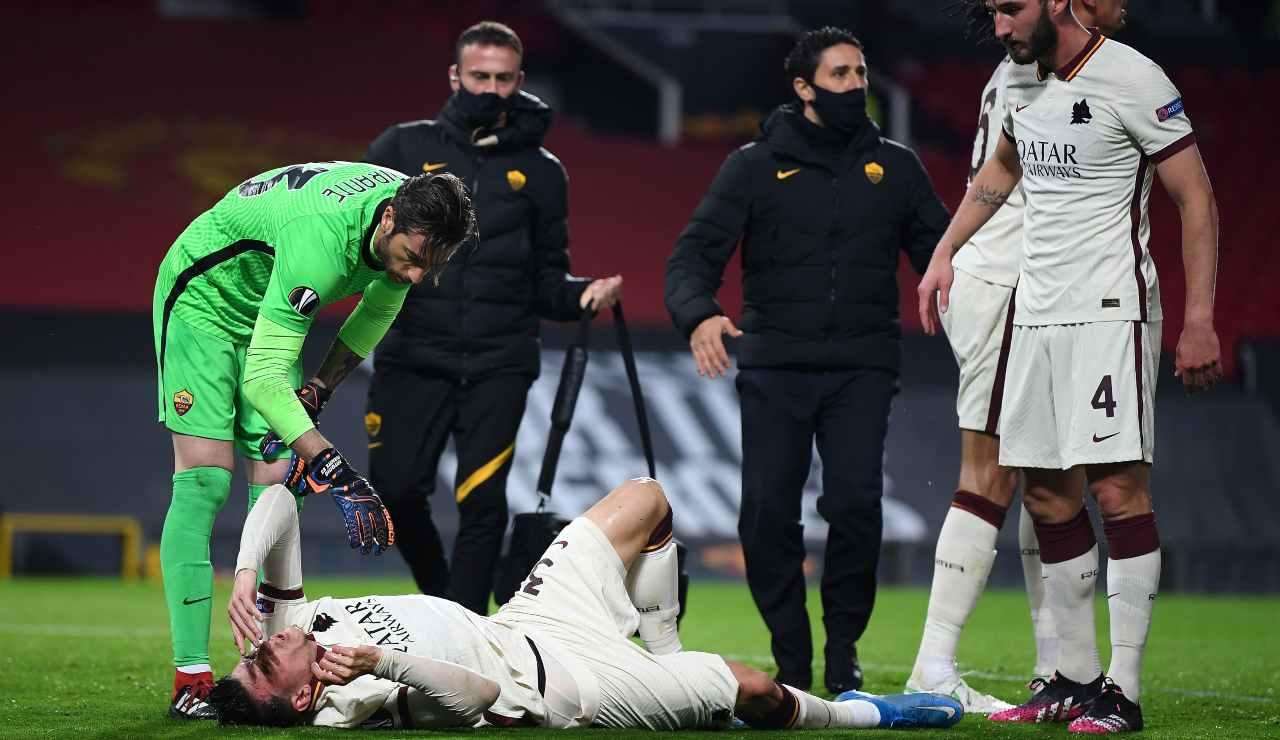 Ibañez a terra durante il primo tempo di Roma-Manchester United