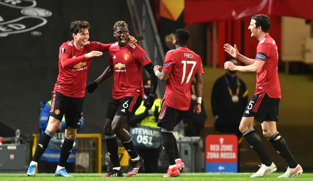 Il Manchester United esulta dopo una delle sei reti rifilate alla Roma