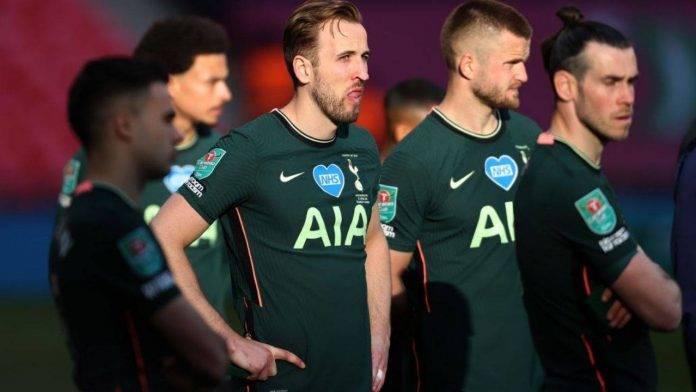 Kane in azione con la maglia del Tottenham