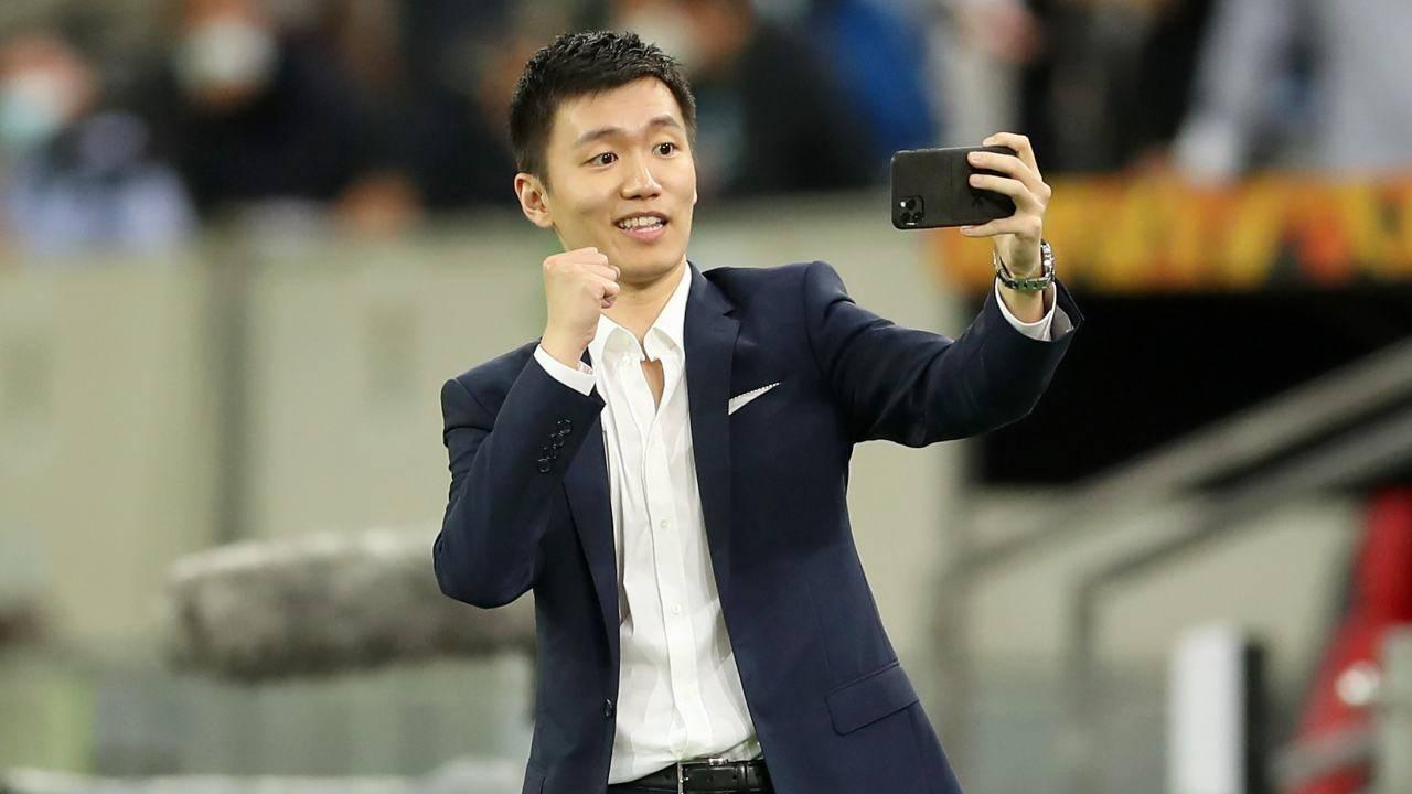 Steven Zhang vuole liberarsi degli ingaggi pesanti, tra cui quello di Vidal