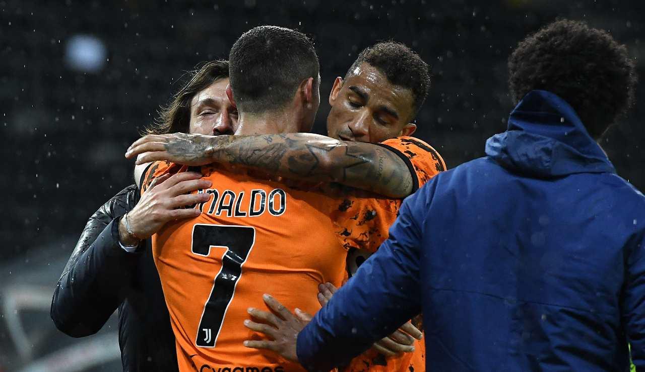 Abbraccio tra Ronaldo, Pirlo e Danilo