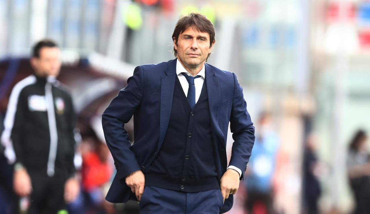 Antonio Conte con le mani in tasca