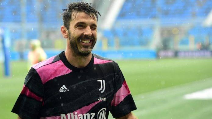 Buffon sorride