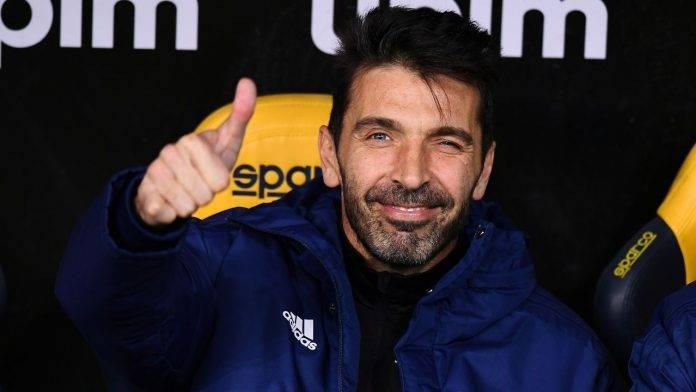 Buffon sorridente in panchina