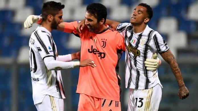 Buffon abbraccia Danilo e Bentancur