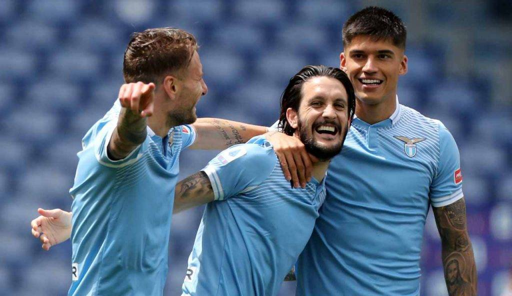 Immobile, Luis Alberto e Correa esultano dopo un gol al Genoa