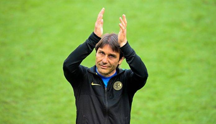 Antonio Conte saluta