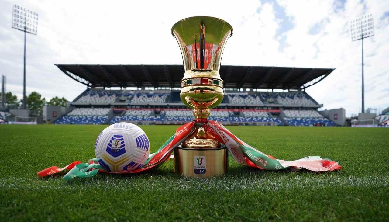 Il trofeo della Coppa Italia al Mapei Stadium