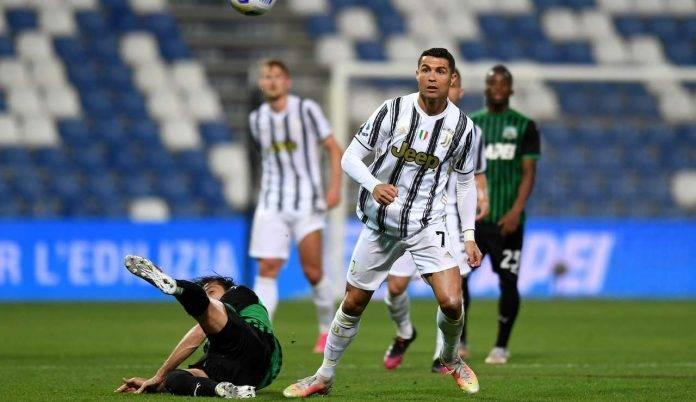 Cristiano Ronaldo vince un duello contro il Sassuolo