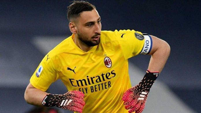 Donnarumma in una delle sue ultime partite con il Milan