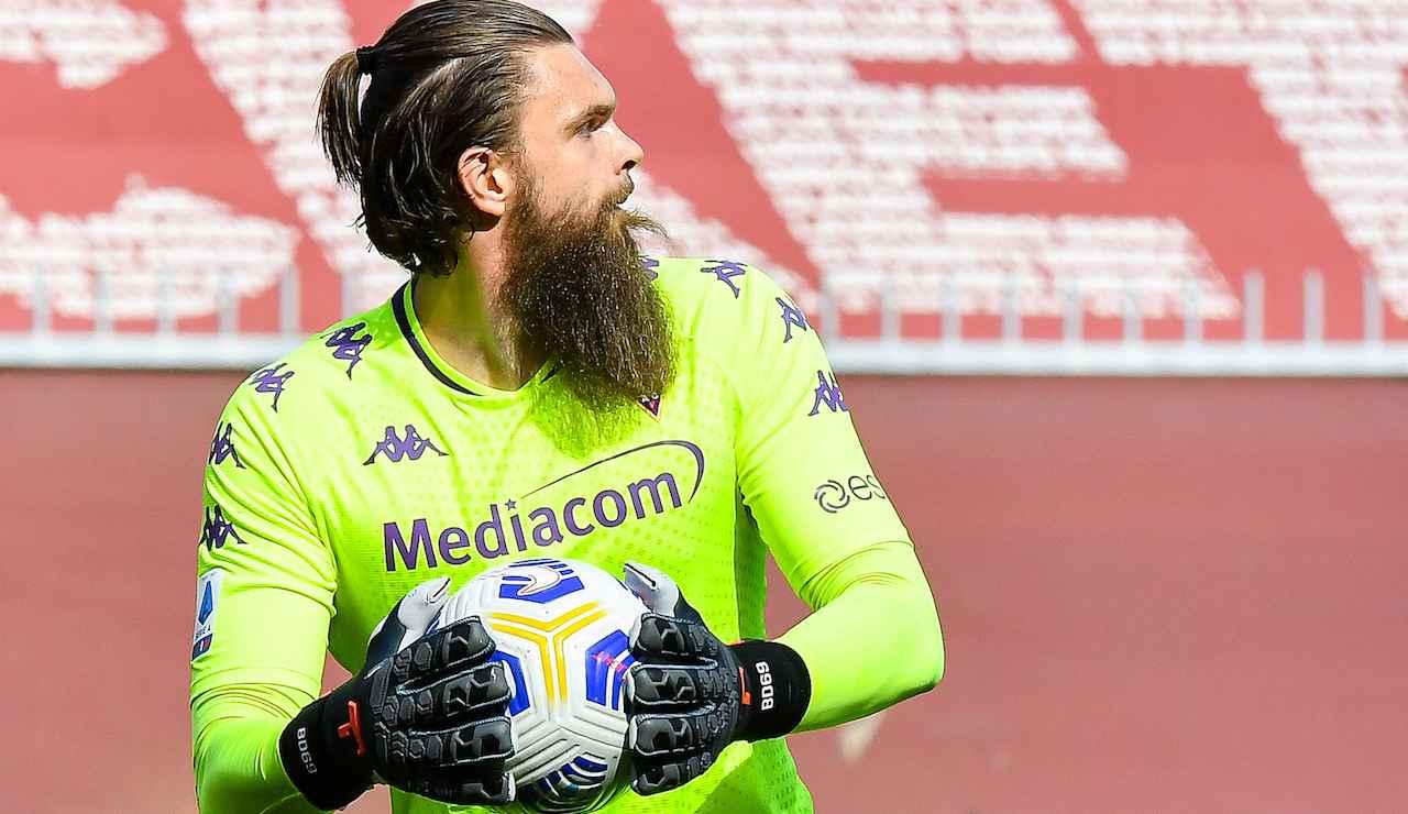 Dragowski gestisce il pallone