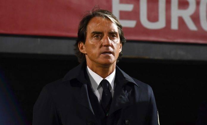 Roberto Mancini in panchina con la Nazionale
