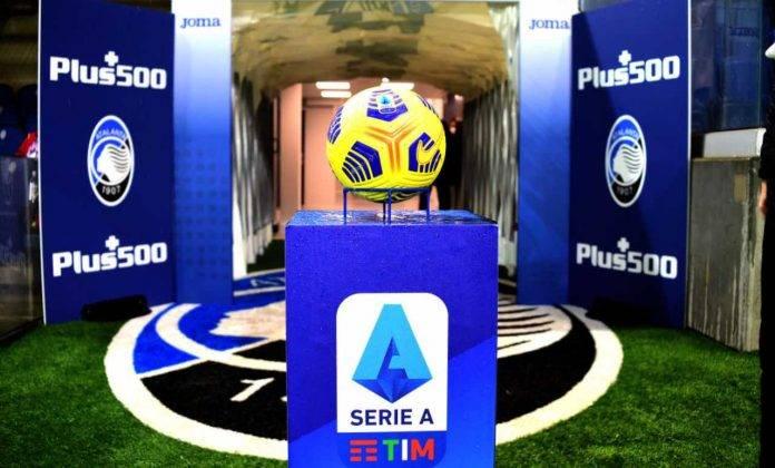 Il pallone della Serie A con logo ufficiale
