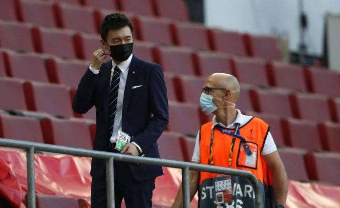 Steven Zhang in tribuna durante la finale di Europa League