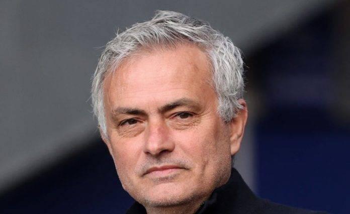 José Mourinho sorride