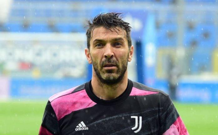 Gigi Buffon sotto la pioggia