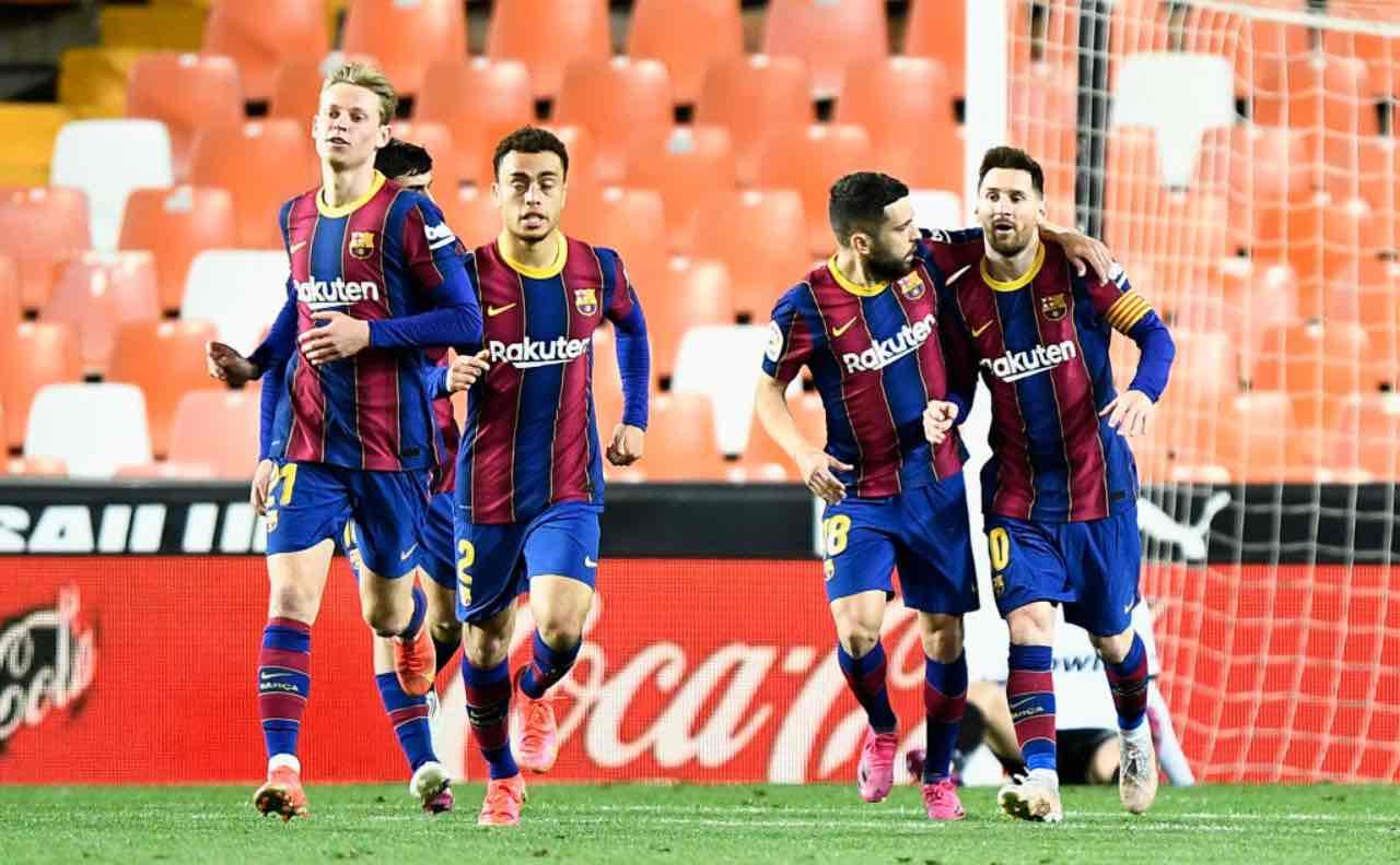 Messi festeggia un gol insieme ai compagni
