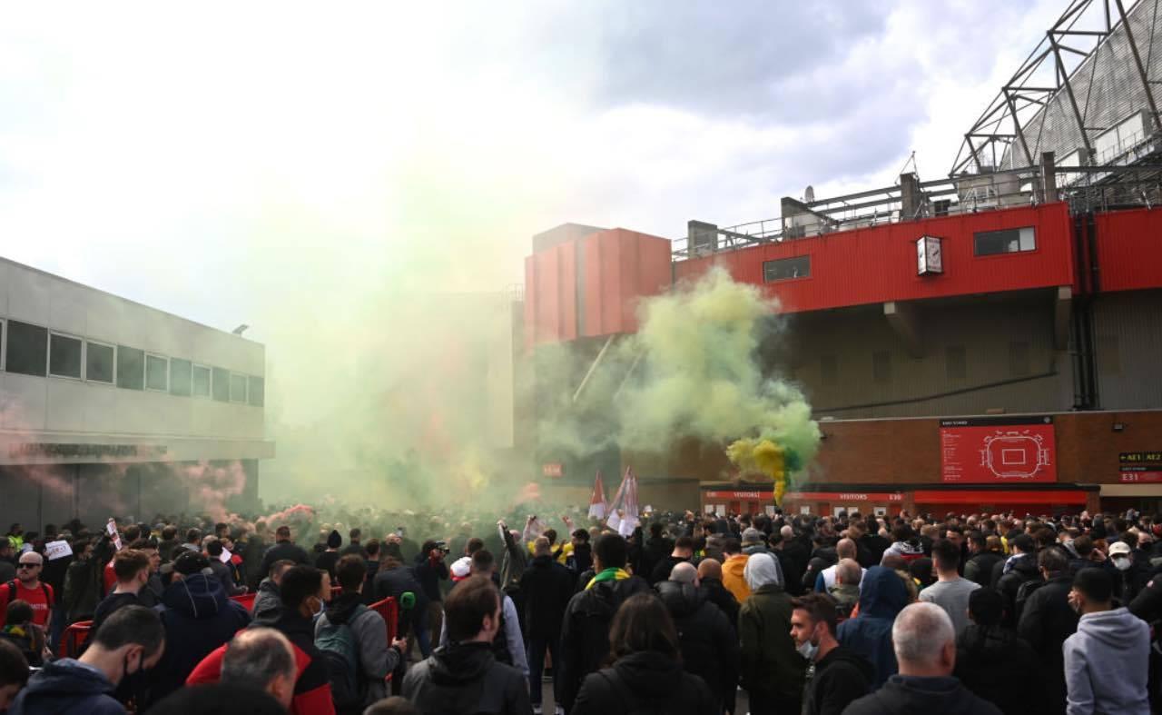 Proteste dei tifosi dello United fuori dall'Old Trafford