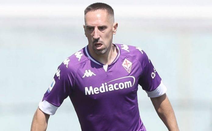 Franck Ribery con la palla al piede