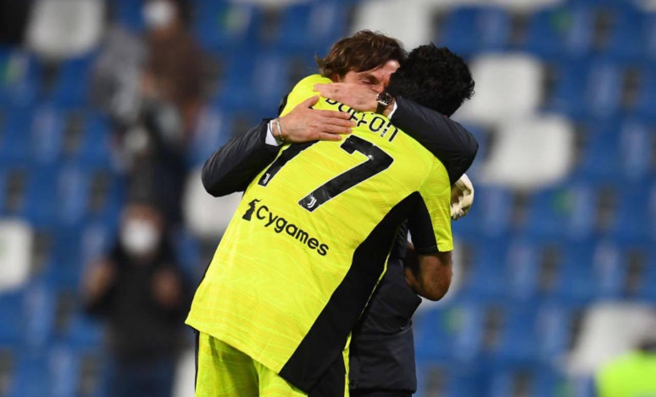 Buffon e Pirlo si abbracciano dopo la vittoria della Coppa Italia