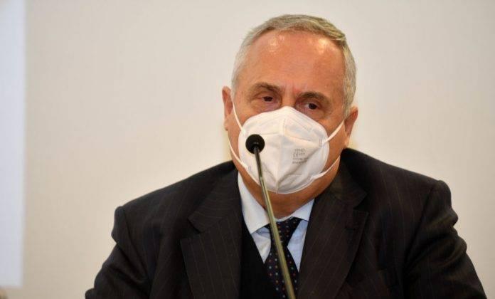 Claudio Lotito con mascherina