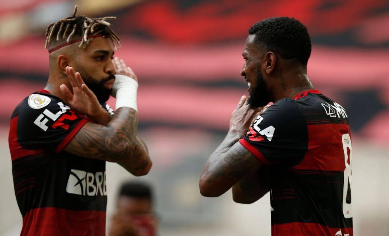 Gabigol e Gerson festeggiano un gol al Flamengo