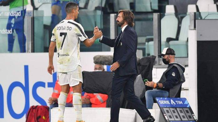 Ronaldo dà il cinque a Pirlo