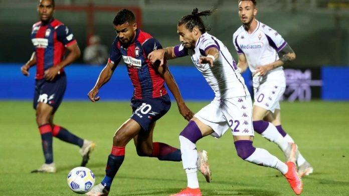 Crotone-Fiorentina in campo