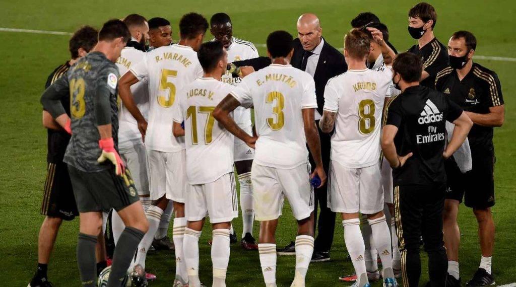 Zidane a colloquio con il Real Madrid