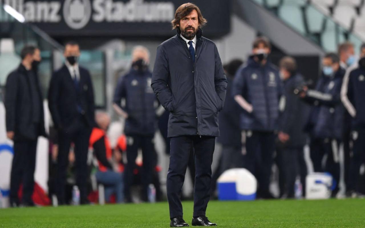 Pirlo in campo da allenatore della Juventus