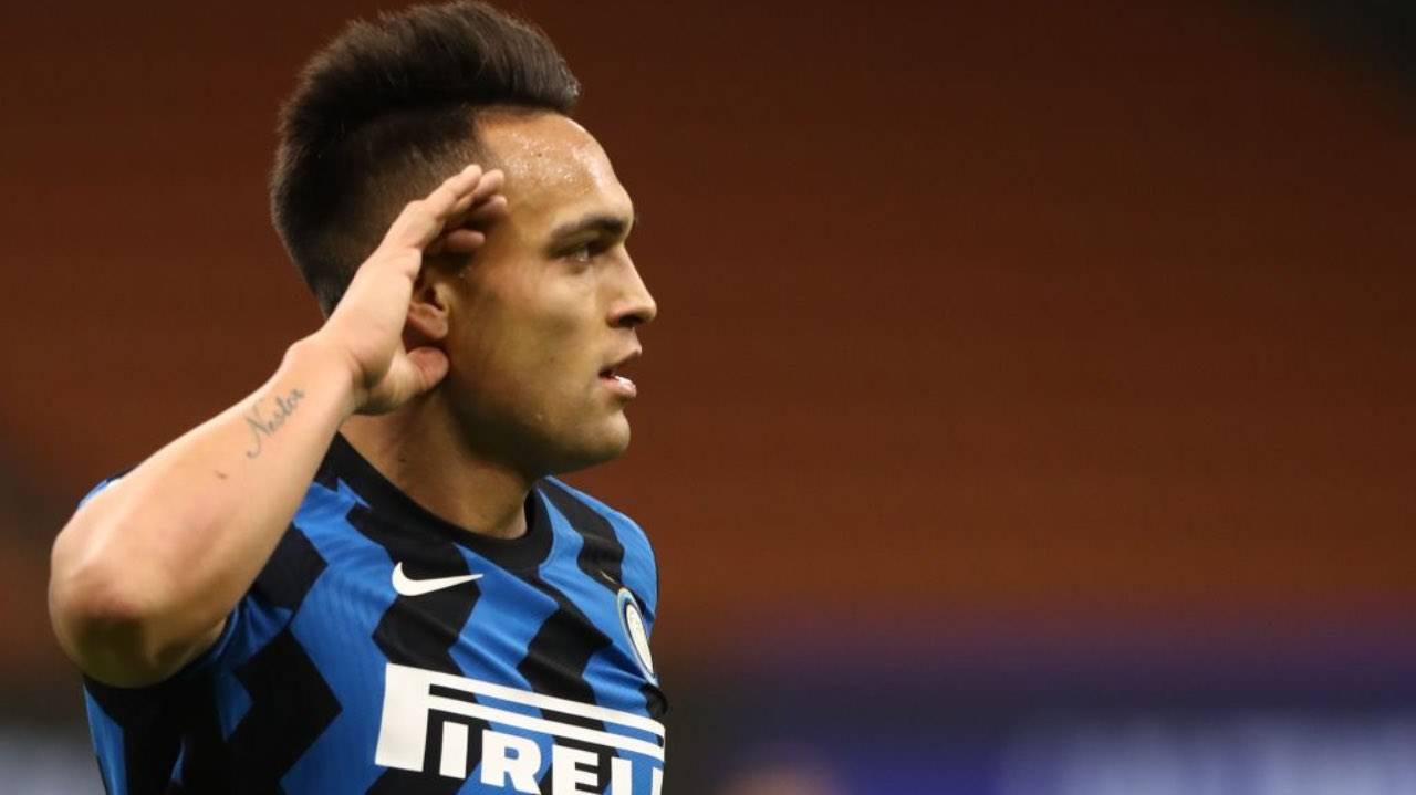 Lautaro Martinez esulta dopo un gol con l'Inter
