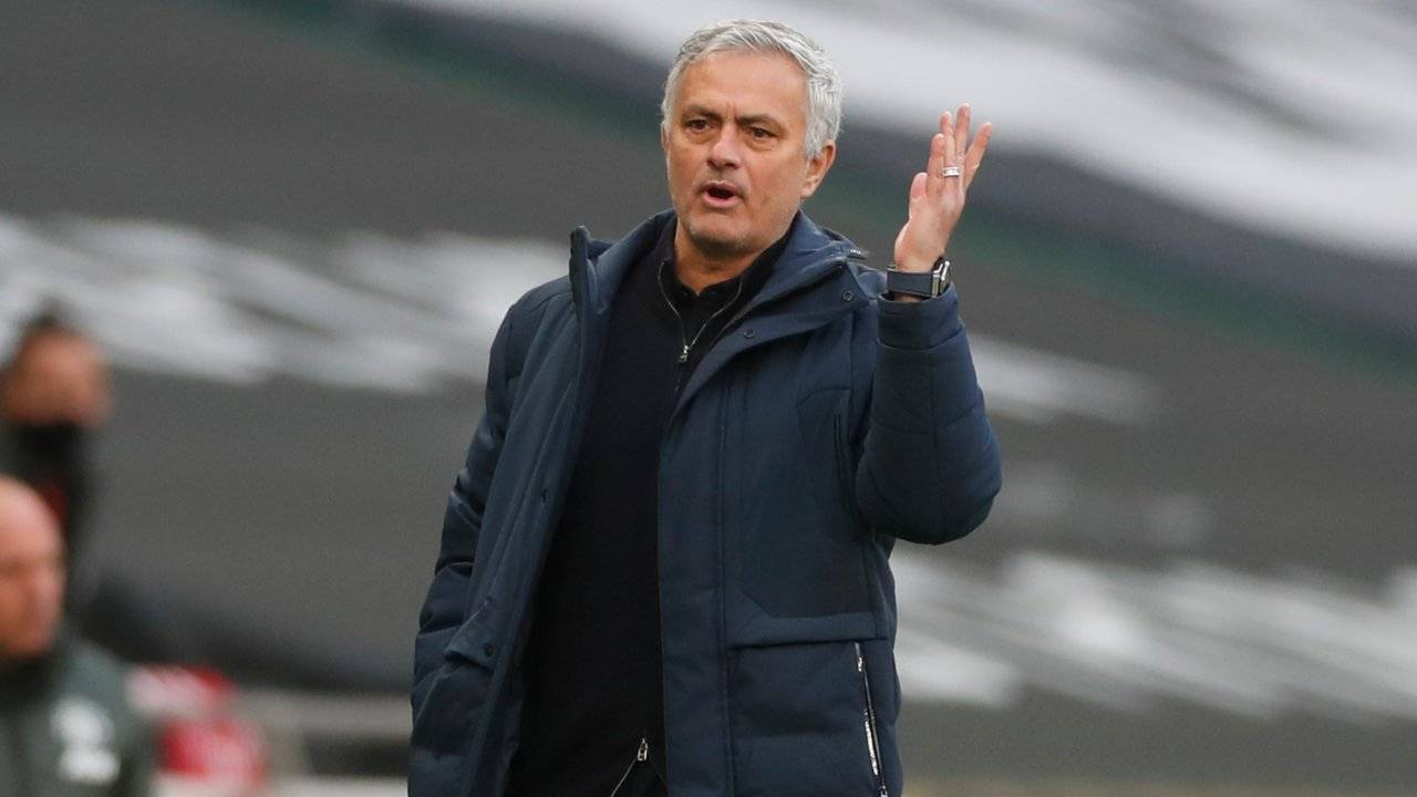 Josè Mourinho a bordocampo