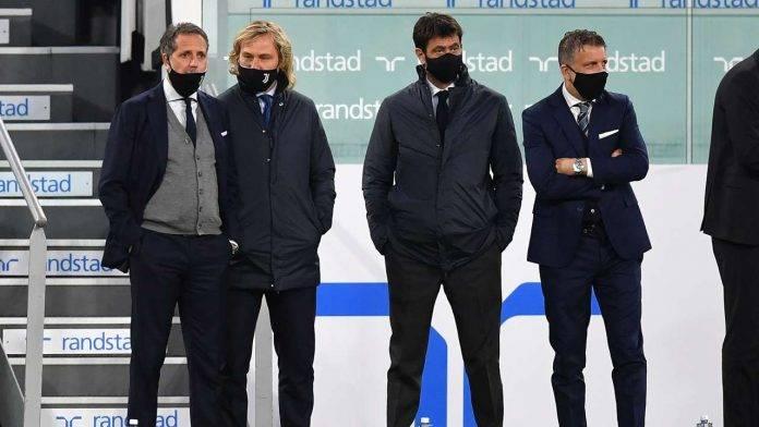 Dirigenza Juventus a bordocampo