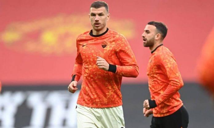 Dzeko nel riscaldamento di United-Roma