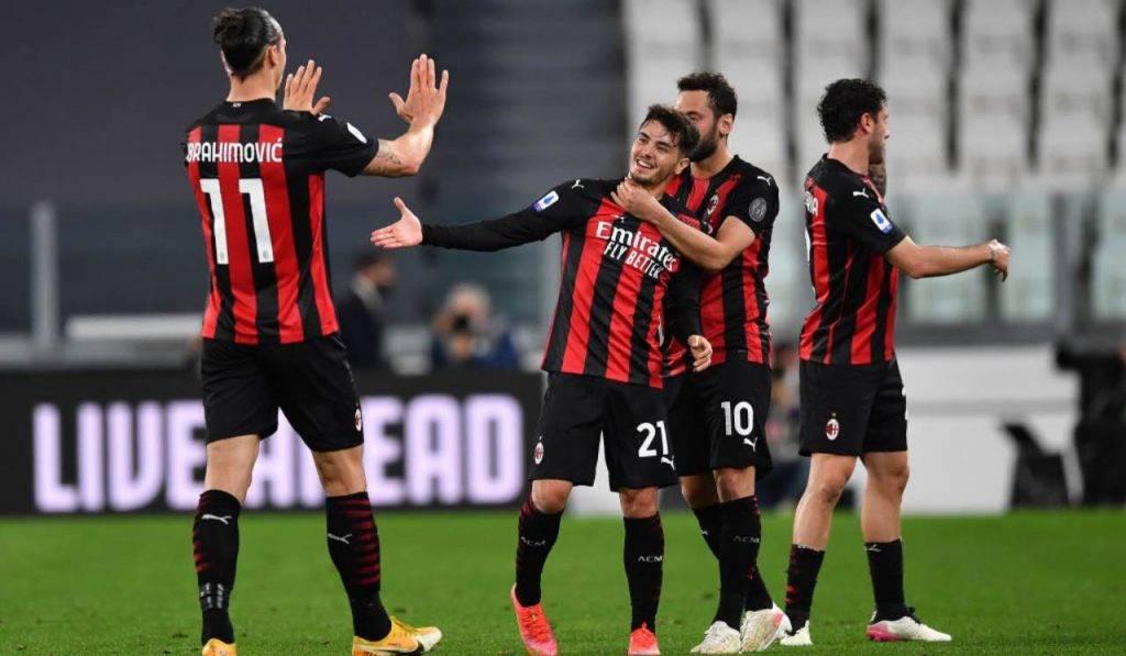 I giocatori del Milan esultano dopo il gol di Diaz alla Juventus
