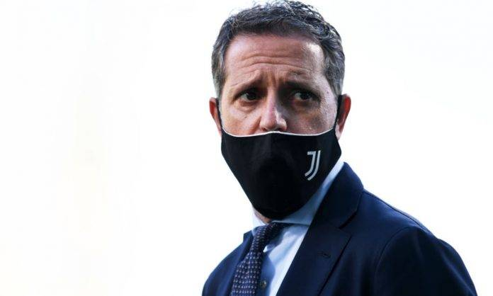 Paratici della Juventus con la mascherina