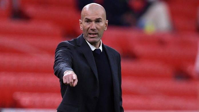 Zinedine Zidane a bordocampo