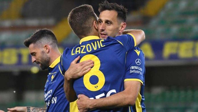Lazovic e Kalinic si abbracciano